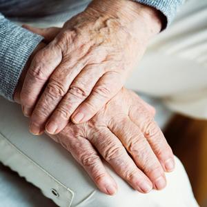 Dementerende ouderen zijn gebaat bij een SOS-armband!