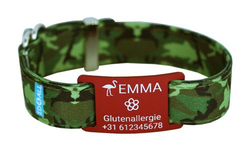 Camouflage mit rotem Textschild