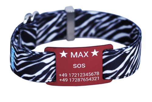 Zebra mit rotem Textschild